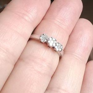 Vintage 14k WG Triple Flower Diamond Ring 7